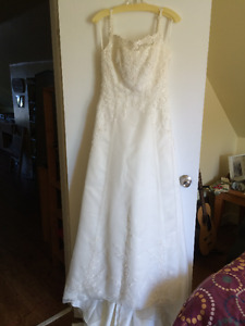 Ivory Colored Wedding Dress For Sale.