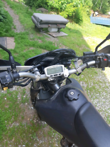 2005 Suzuki DR650 street and trail enduro
