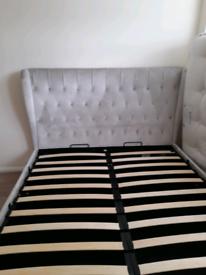 Kingsize ottaman bed