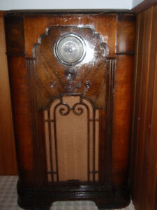 Antique Radio made by Rogers Majestic cir.1935/1936