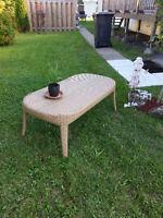 1 table en osier synthétique, léger, propre
