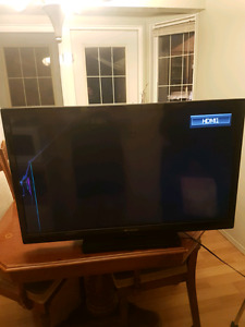 "39"" Emerson LED TV *Cracked Screen*"
