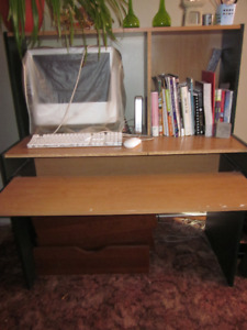 Computer desk with pull out work shelf REDUCED