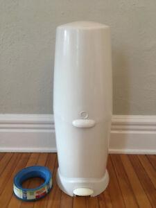 Seau / poubelle pour couches + recharge