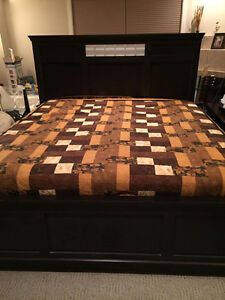 King bed frame, box spring and mattress