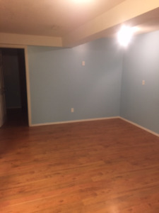Spacious bright 2 bedroom suite walking distance to beach