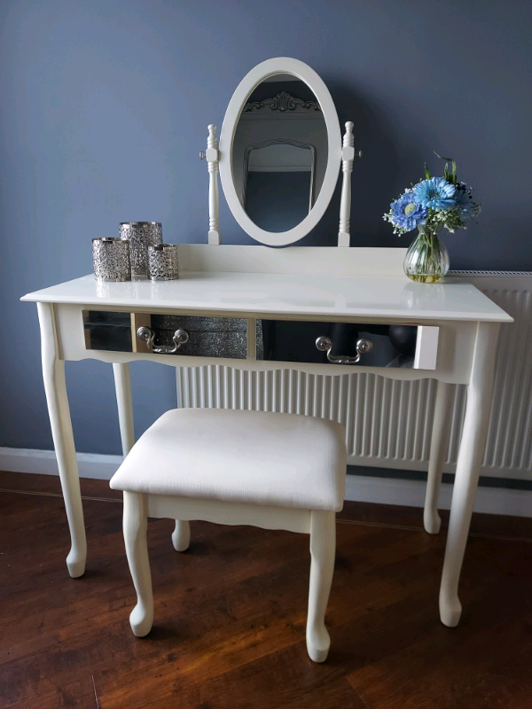 Gorgeous Dressing Table And Stool With, Mirrored Dressing Table Set Gumtree