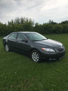 Toyota Camry XLE V6 - Low Mileage