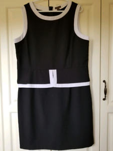 Ladies BRAND NEW Black Dress w White Trim Size 16