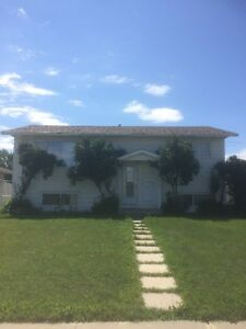 Renovated Home Near Londonderry Mall, Utilities Included