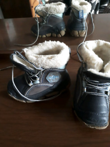 Very warm boys boots 5 1/2
