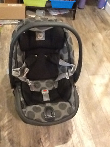 Peg Perego sip 30/30 Car seat Excellent condition