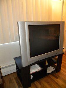 Télévision JVC 32po+ un meuble TV