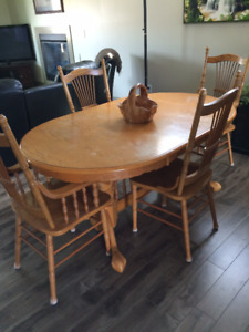 Dining Room or Kitchen Table and Chairs, Blind Bay