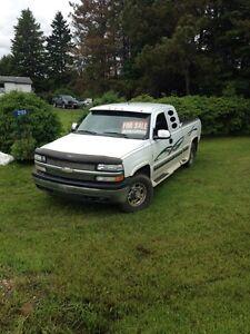 2000 Chevrolet Silverado 2500 Ext. Pickup Truck