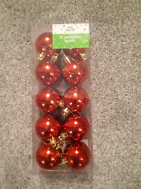 FREE Christmas Tree Red Baubles