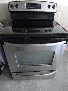 SS GE Glass Stove Self cleaning in Excellent Condition