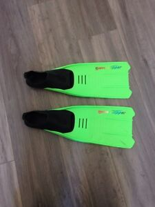 Children's fins/ flippers/ Mare Brand fr Scuba shop