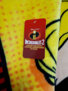 Incredible's 2 over sized, double sided fleece blanket