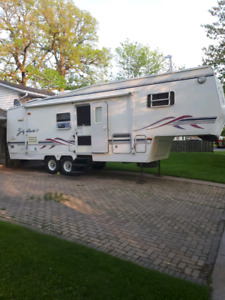 1999 30ft Thor Signature Limited 5th Wheel Trailer. Only $6500.