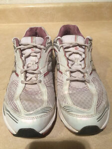 Women's New Balance Abzorb Energy 1200 Running Shoes Size 11 London Ontario image 4