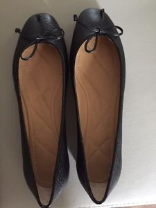 Authentic Bally Switzerland women leather flats NEW cost $500