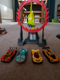 Hot Wheels multiple track systems with cars