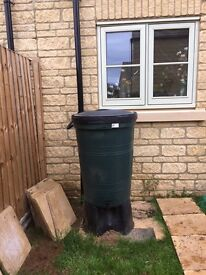 200 litre water butt with drainpipe attachment and stand