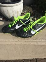 Nike Soccer Shoes/Souliers - Size 10