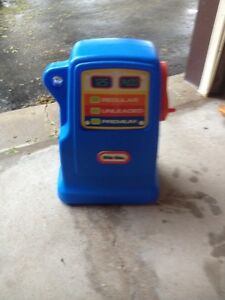 LITTLE TIKES GAS PUMP/TOYS