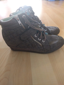 Justice shoes size5