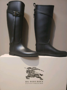 BURBERRY Belted Equestrian Rubber Roscot Rain Boots, size 41