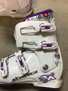 Girls/ Women's Nordica Ski boots & Bag sz 24.5 R