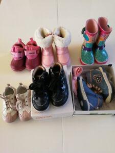 Lot de souliers 21 et 22... Geox et botte d eau souris mini