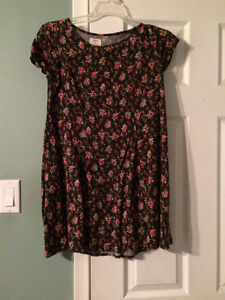 Multiple ladies summer dresses - medium - $5 each