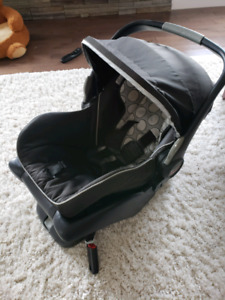 Britax B-Safe Infant Carseat and base