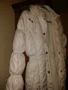Fall/ winter girl's coat, 11-12 years West Island Greater Montréal image 2