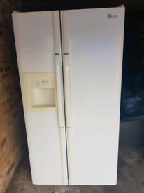 LG American Fridge Freezer in lovely condition Fully Working