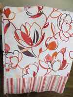 Rideau rouge, orange fleural - Curtain red and orange
