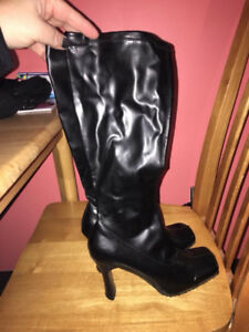 Black stretchy boots. Size 39 and 2 pairs of heels.