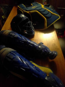 Catcher's knee pads Under Armour Helmet Rawlings chest protector