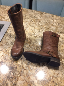 Ladies Size 6 Steve Madden Boots
