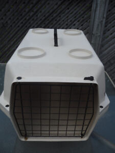 2 pet carriers / kennels