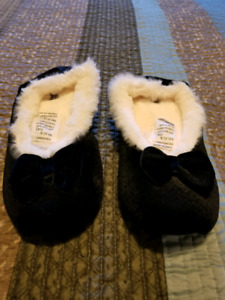 Avon holiday slippers-NEW
