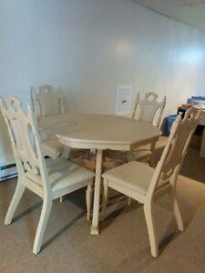 Set de cuisine et buffet en bois