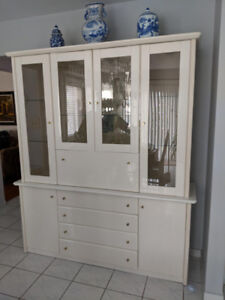 Off-white China Display/Bar Cabinet