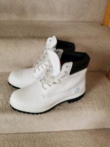White Timberland Boots Helcor size 8.5 Tims Timberlands