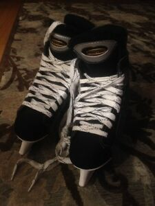 Like new size 4 women's ice hockey skates