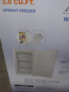 BRAND NEW UPRIGHT FREEZER NEVER BEEN USED.STILL IN SEALED BOX