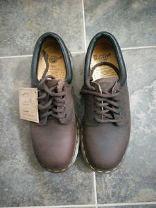 New Dr Martens shoes brown women US size 7 Strathcona County Edmonton Area image 2